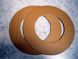 how to cut small circles on cardboard