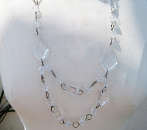 Unique-mother_s-day-gifts---Chandelier-mom-necklaces4