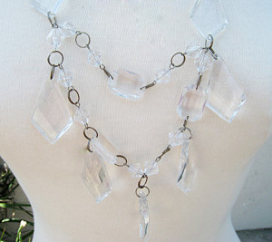 Unique-mother_s-day-gifts---Chandelier-mom-necklaces5