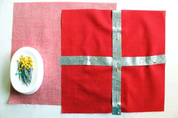 present pillow diy (4)