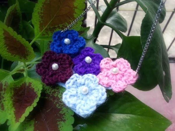 Make A Crochet Flower Necklace