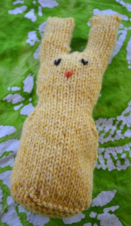 """Peep style knit bunny knitting pattern"""